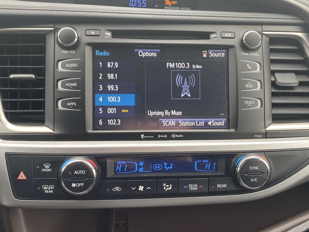 White 2018 Toyota Highlander Radio Controls Closeup Photo in Edmonton AB