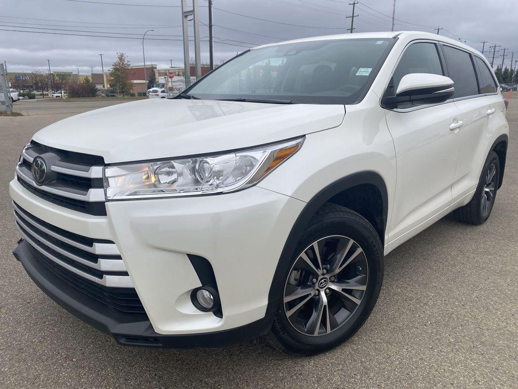 White 2018 Toyota Highlander Left Front Corner Photo in Edmonton AB