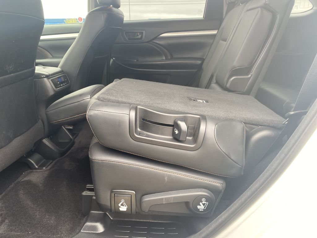 White 2018 Toyota Highlander Rear Seat: Cargo/Storage Photo in Edmonton AB