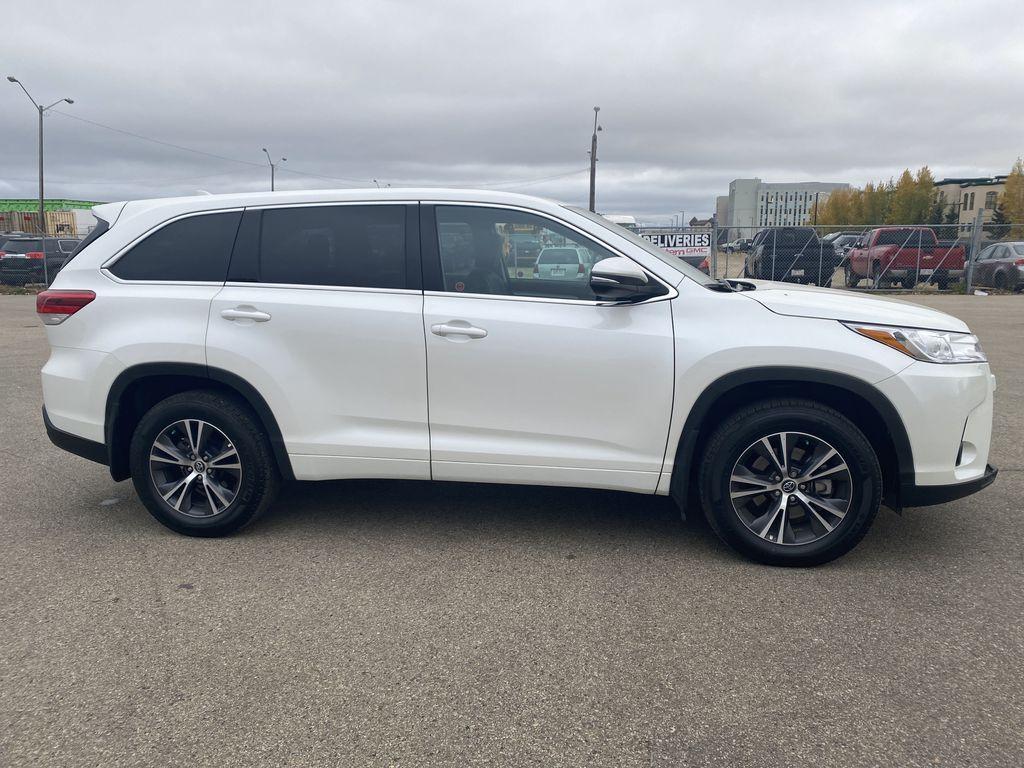White 2018 Toyota Highlander Right Side Photo in Edmonton AB