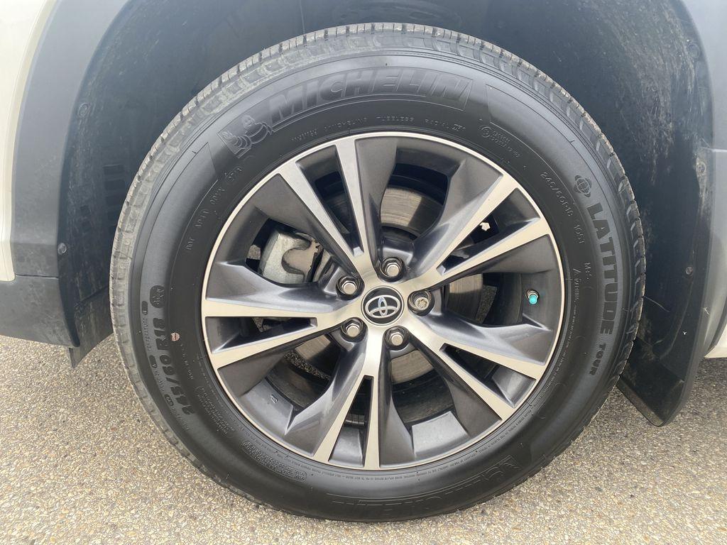 White 2018 Toyota Highlander Left Front Rim and Tire Photo in Edmonton AB