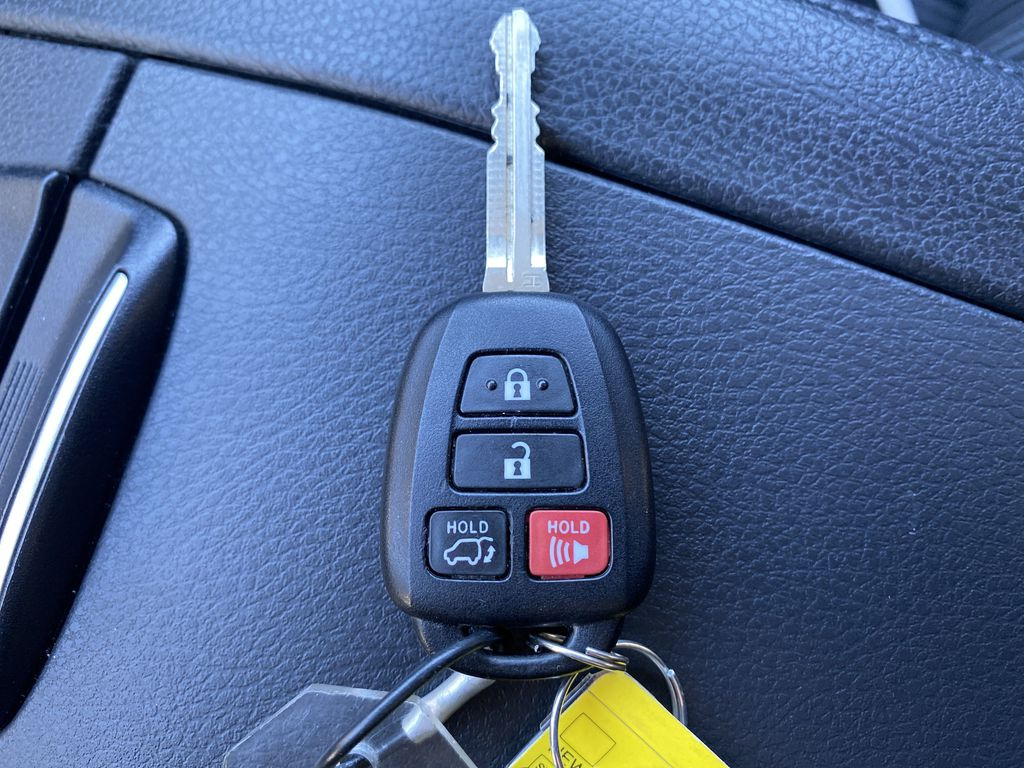 White 2018 Toyota Highlander Key and Fob Photo in Edmonton AB