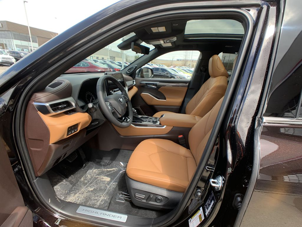 Brown[Opulent Amber] 2021 Toyota Highlander AWD Platinum Package DZRBHT BP Central Dash Options Photo in Brampton ON