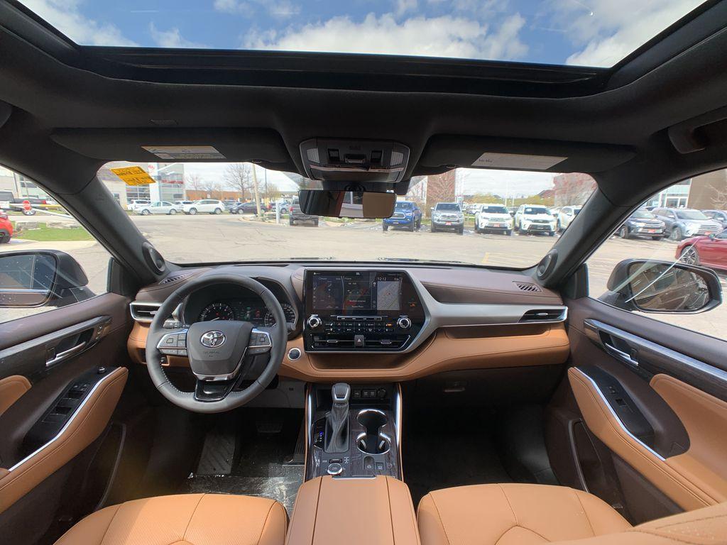 Brown[Opulent Amber] 2021 Toyota Highlander AWD Platinum Package DZRBHT BP Right Front Interior Door Panel Photo in Brampton ON
