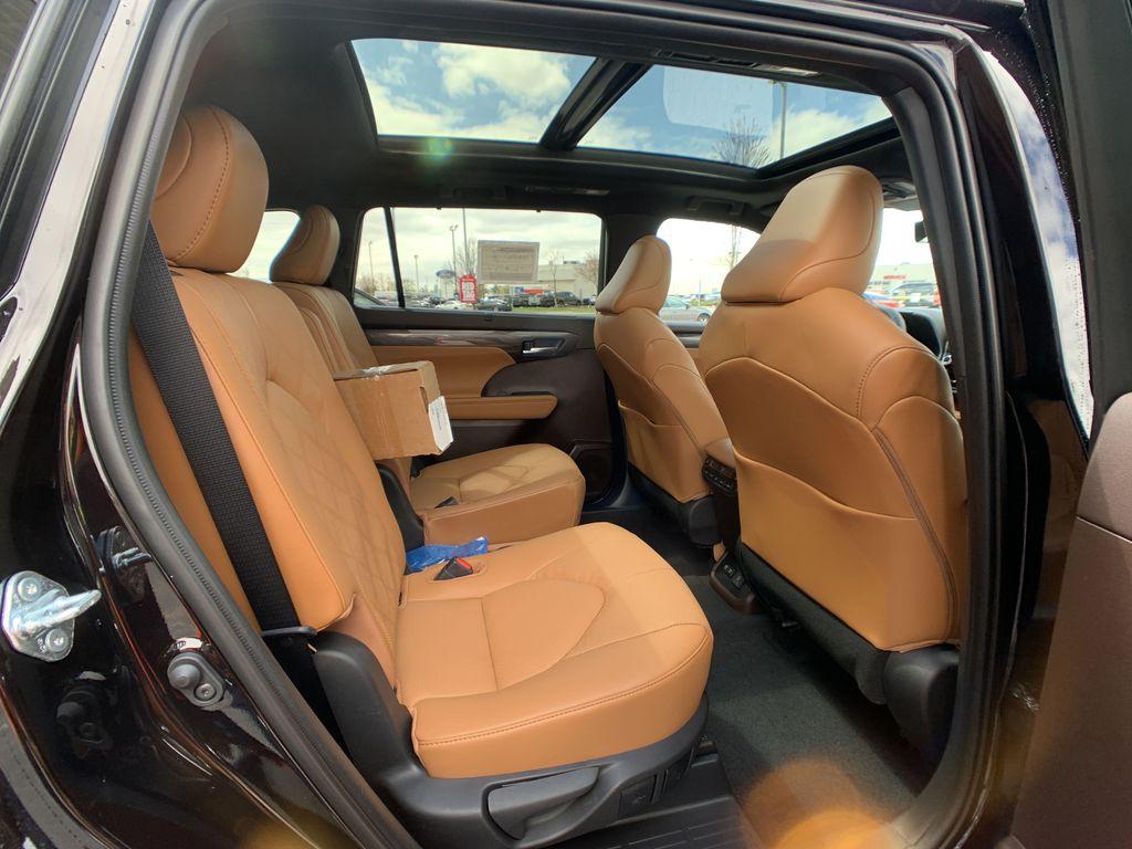 Brown[Opulent Amber] 2021 Toyota Highlander AWD Platinum Package DZRBHT BP Additional Photo 1 in Brampton ON