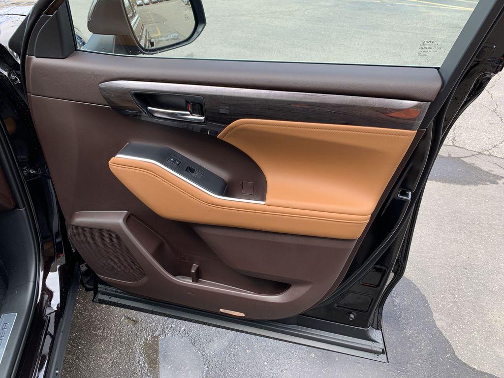 Brown[Opulent Amber] 2021 Toyota Highlander AWD Platinum Package DZRBHT BP Odometer Photo in Brampton ON