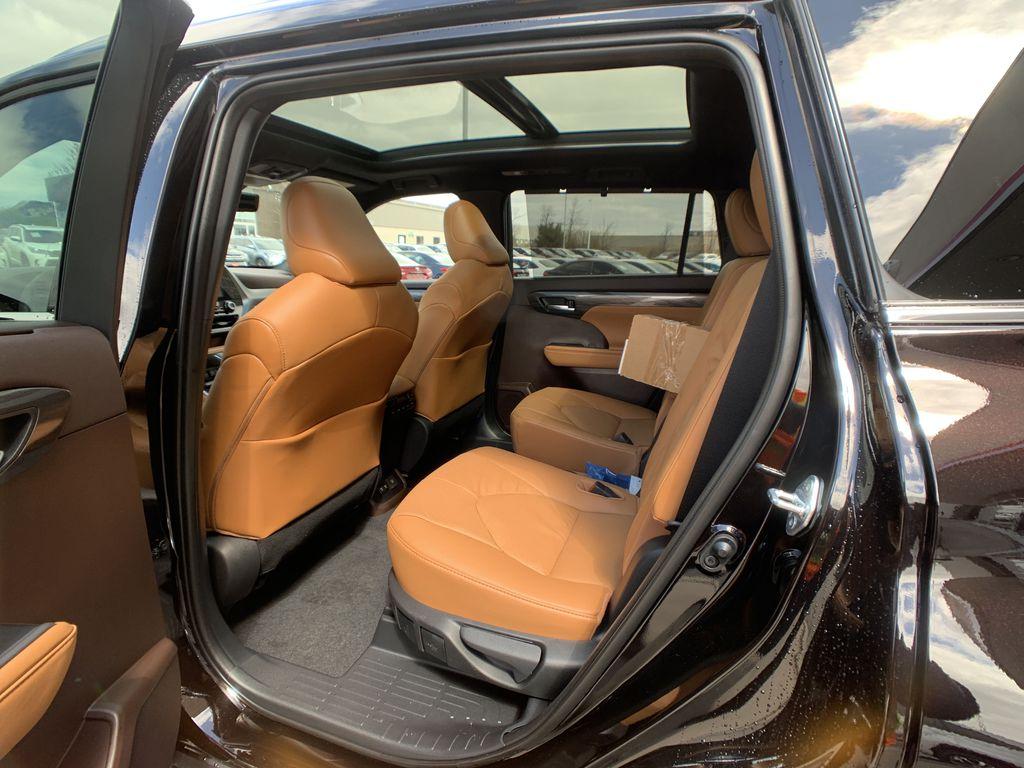 Brown[Opulent Amber] 2021 Toyota Highlander AWD Platinum Package DZRBHT BP Right Side Photo in Brampton ON