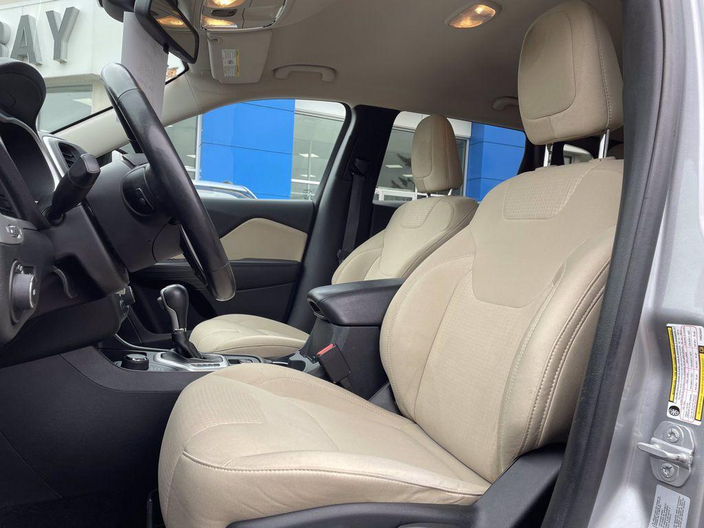 Silver[Billet Metallic] 2015 Jeep Cherokee Left Side Rear Seat  Photo in Brandon MB