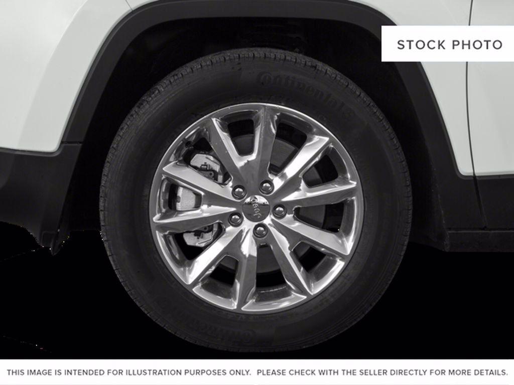 Silver[Billet Metallic] 2015 Jeep Cherokee Left Front Corner Photo in Brandon MB