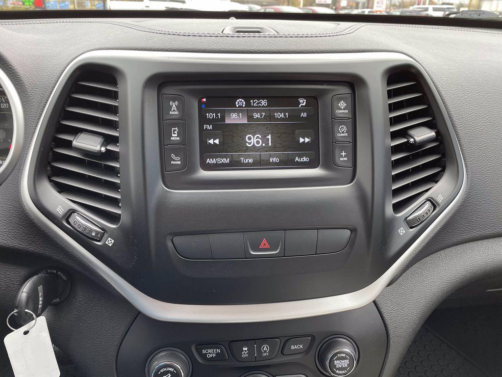 Silver[Billet Metallic] 2015 Jeep Cherokee Central Dash Options Photo in Brandon MB
