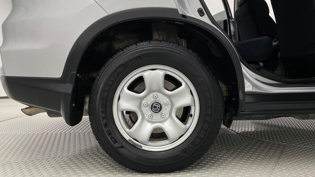 Silver[Alabaster Silver Metallic] 2015 Honda CR-V LX AWD - Backup Camera, Heated Seats Right Rear Rim and Tire Photo in Winnipeg MB