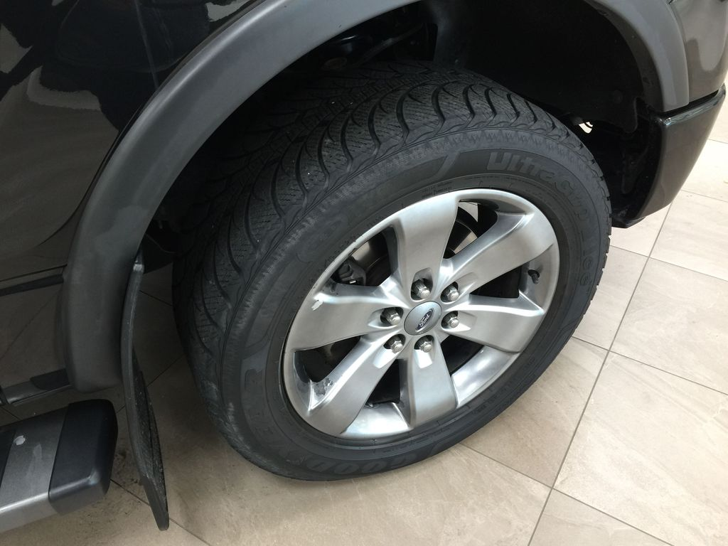 BLACK 2013 Ford F-150 CREWCAB 3.5L ECOBOOST / LEATHER SUNROOF Right Front Rim and Tire Photo in Sherwood Park AB