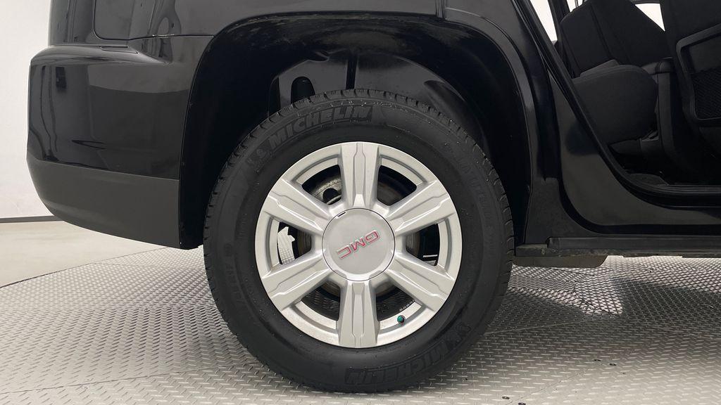 Black[Ebony Twilight Metallic] 2016 GMC Terrain SLE AWD - SUPER LOW KMS, Bluetooth, Backup Cam Right Rear Rim and Tire Photo in Winnipeg MB