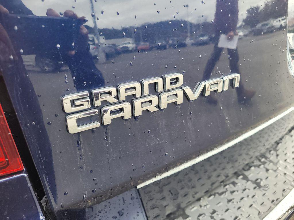 Blue[Jazz Blue Pearl] 2017 Dodge Grand Caravan Trim Specific Photo in Kelowna BC