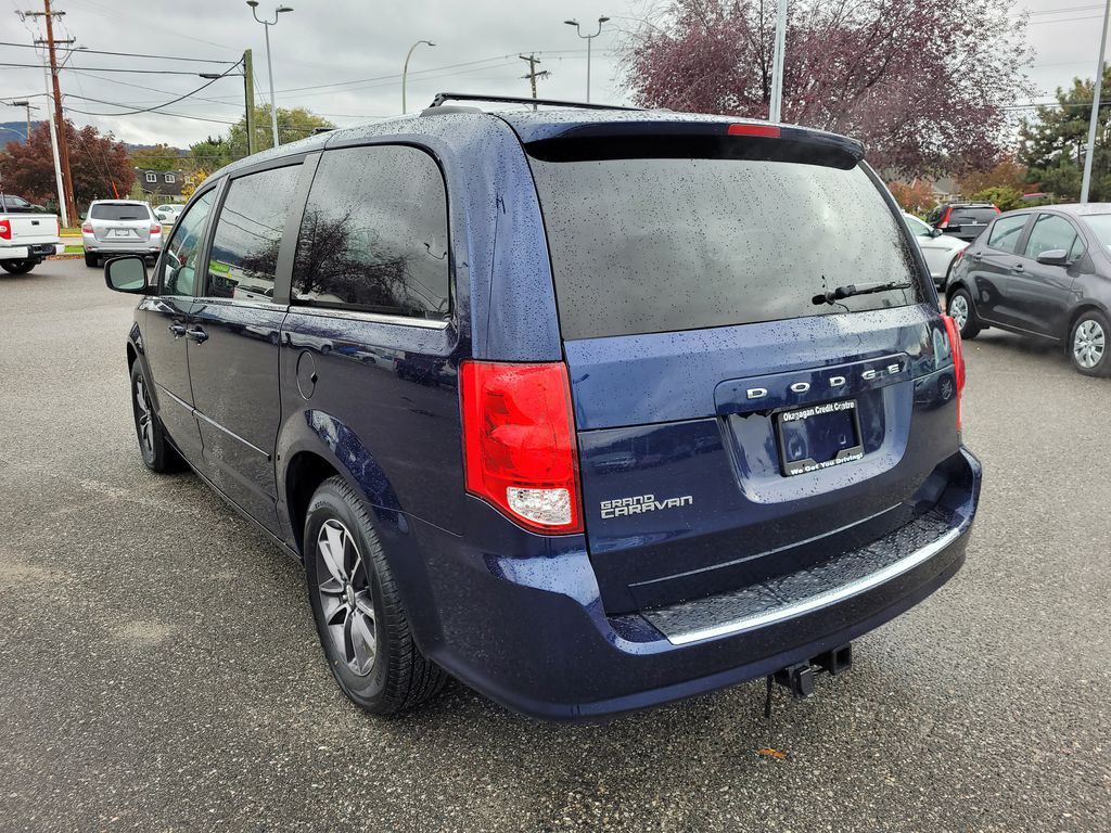 Blue[Jazz Blue Pearl] 2017 Dodge Grand Caravan Left Rear Corner Photo in Kelowna BC