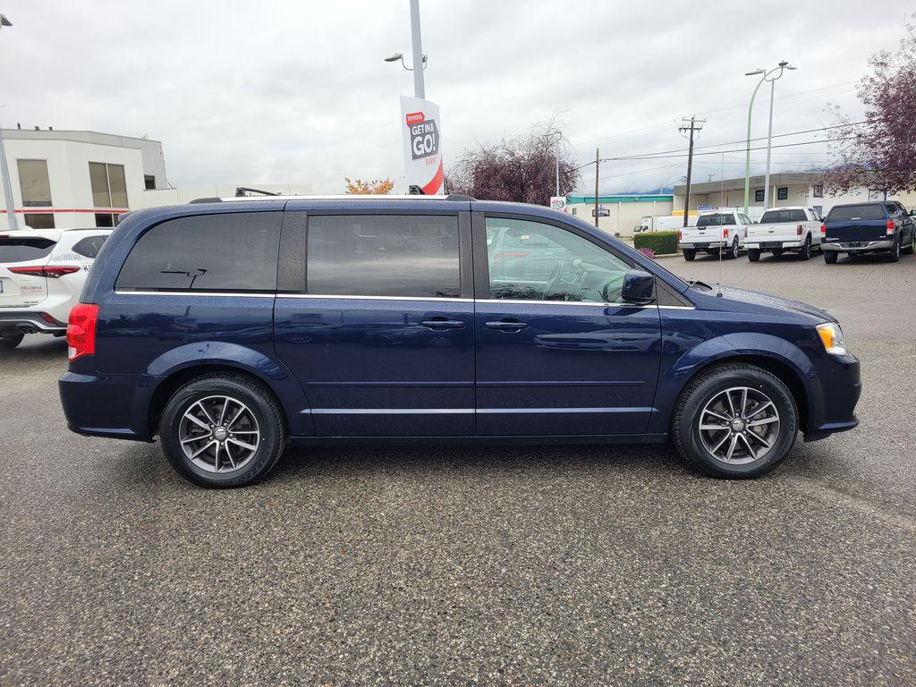 Blue[Jazz Blue Pearl] 2017 Dodge Grand Caravan Right Side Photo in Kelowna BC
