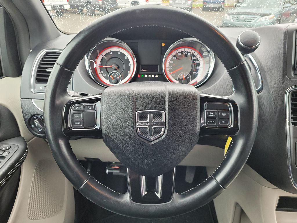 Blue[Jazz Blue Pearl] 2017 Dodge Grand Caravan Steering Wheel and Dash Photo in Kelowna BC