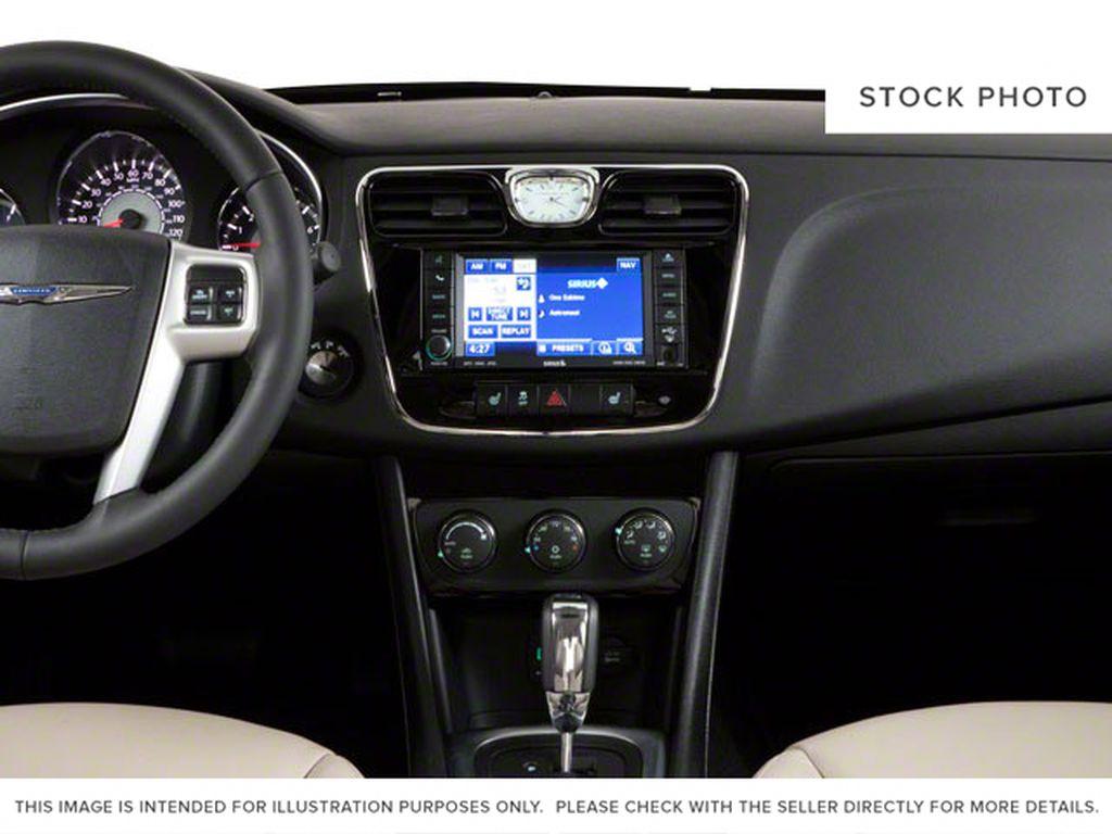 2011 Chrysler 200 Central Dash Options Photo in Medicine Hat AB