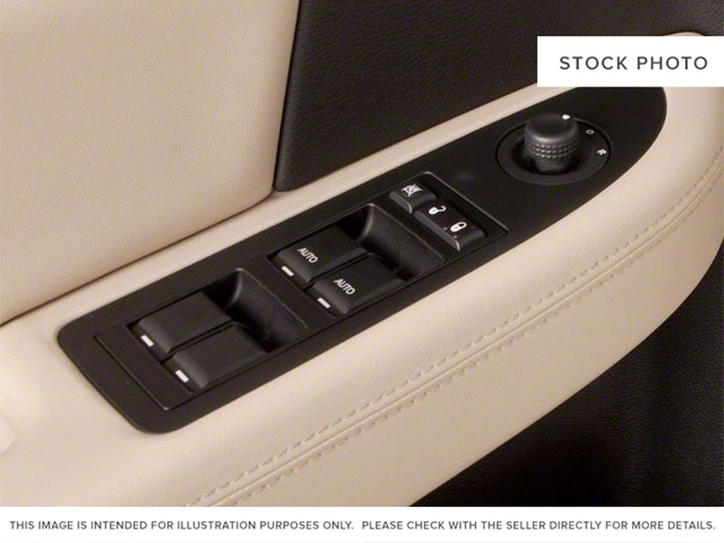 2011 Chrysler 200 Left Front Interior Door Panel Photo in Medicine Hat AB