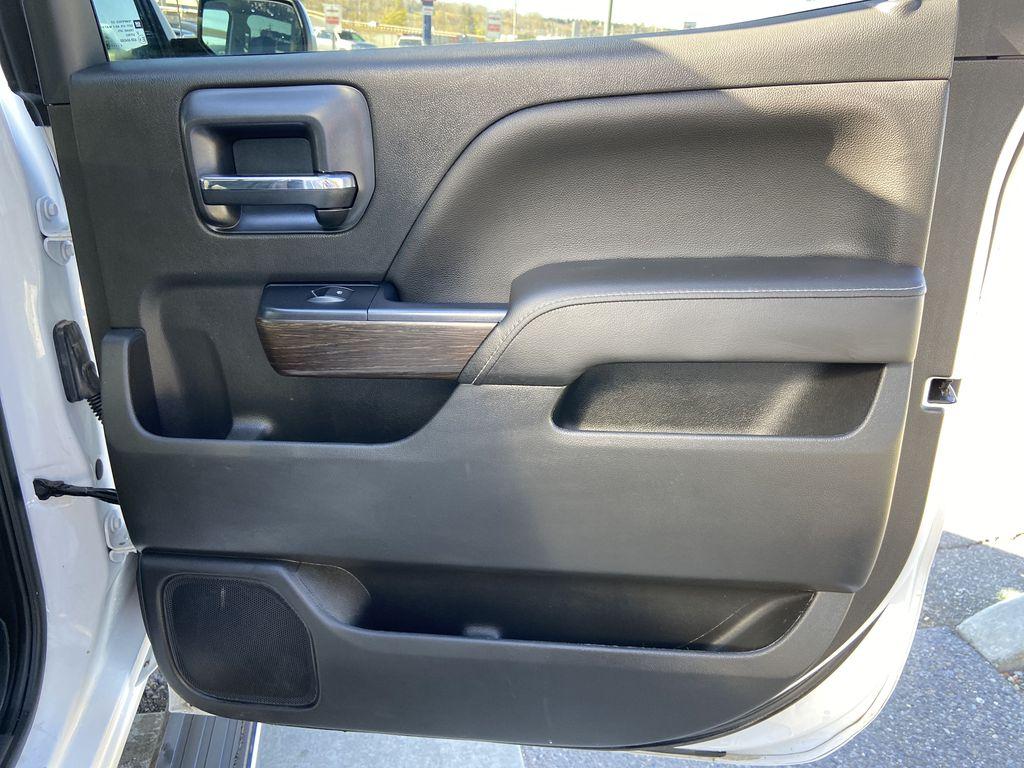 White[White Frost Tricoat] 2018 GMC Sierra 1500 Denali Right Rear Interior Door Panel Photo in Calgary AB