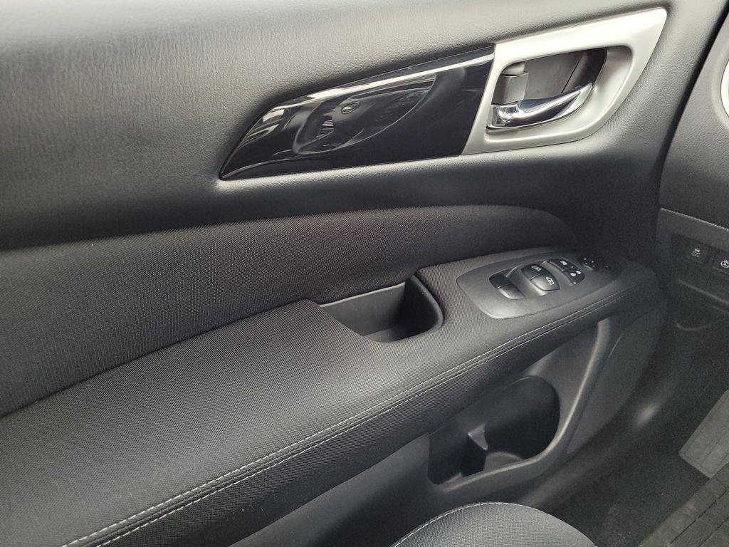 White[Glacier White] 2017 Nissan Pathfinder SV 4WD Left Front Interior Door Panel Photo in Kelowna BC