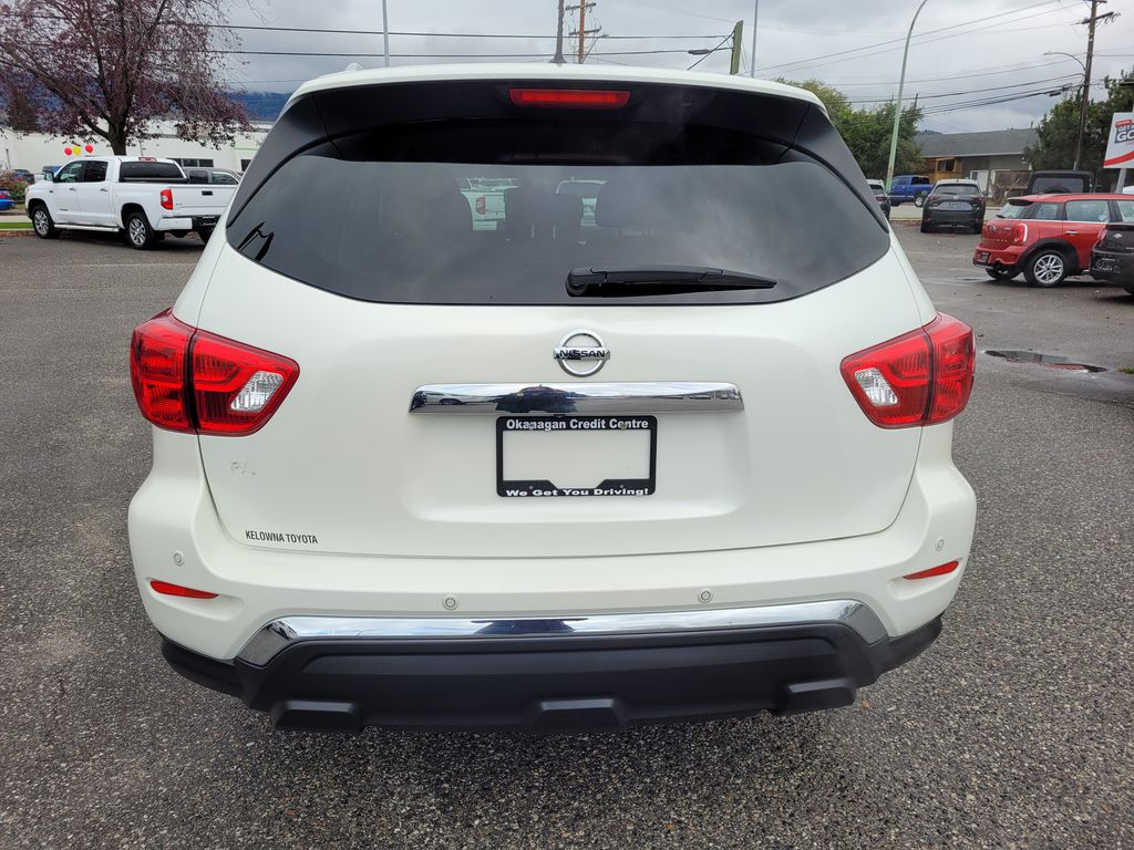 White[Glacier White] 2017 Nissan Pathfinder SV 4WD Rear of Vehicle Photo in Kelowna BC