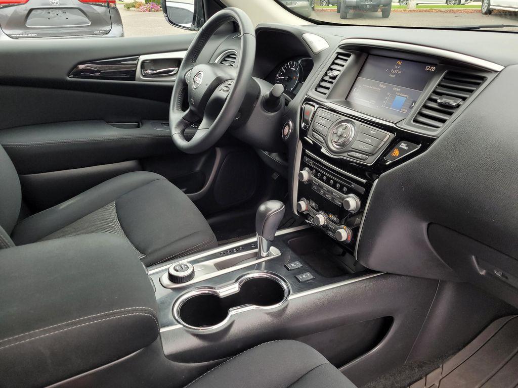 White[Glacier White] 2017 Nissan Pathfinder SV 4WD Right Front Interior Door Panel Photo in Kelowna BC