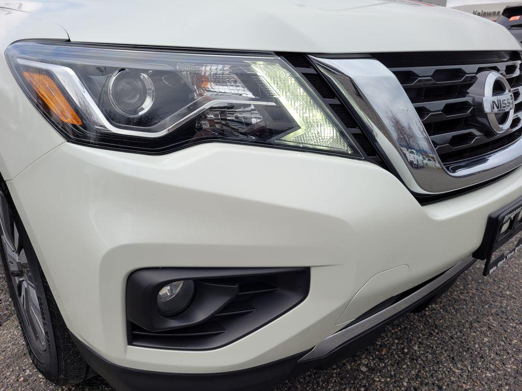 White[Glacier White] 2017 Nissan Pathfinder SV 4WD Right Front Corner Photo in Kelowna BC