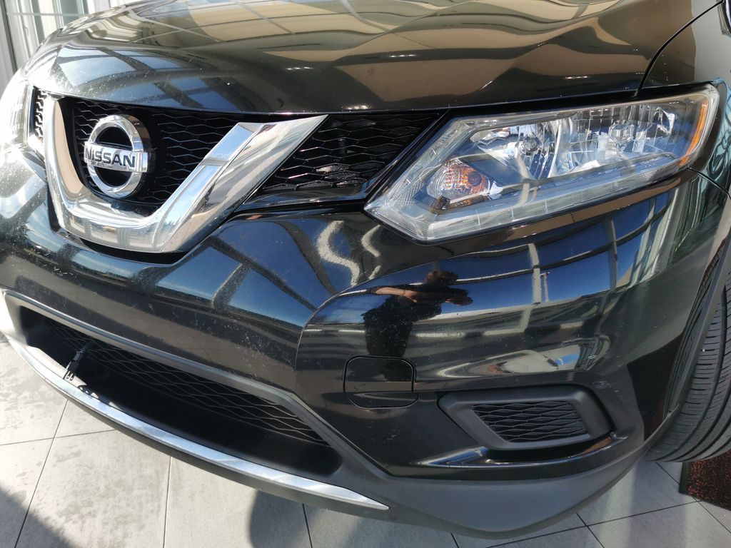 Black[Super Black] 2015 Nissan Rogue Left Front Head Light / Bumper and Grill in Edmonton AB