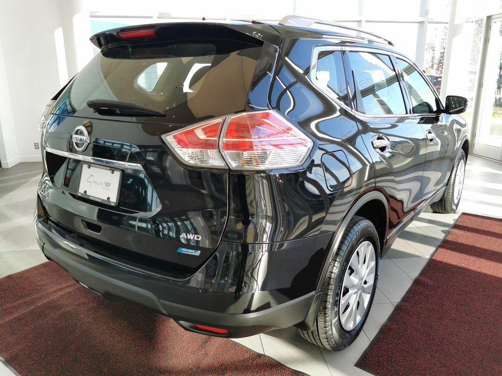Black[Super Black] 2015 Nissan Rogue Right Rear Corner Photo in Edmonton AB