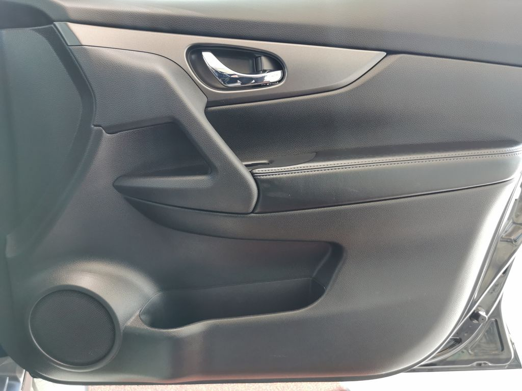 Black[Super Black] 2015 Nissan Rogue Right Front Interior Door Panel Photo in Edmonton AB