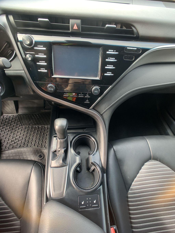 Black[Midnight Black Metallic] 2018 Toyota Camry clean Navigation Screen Closeup Photo in Brampton ON
