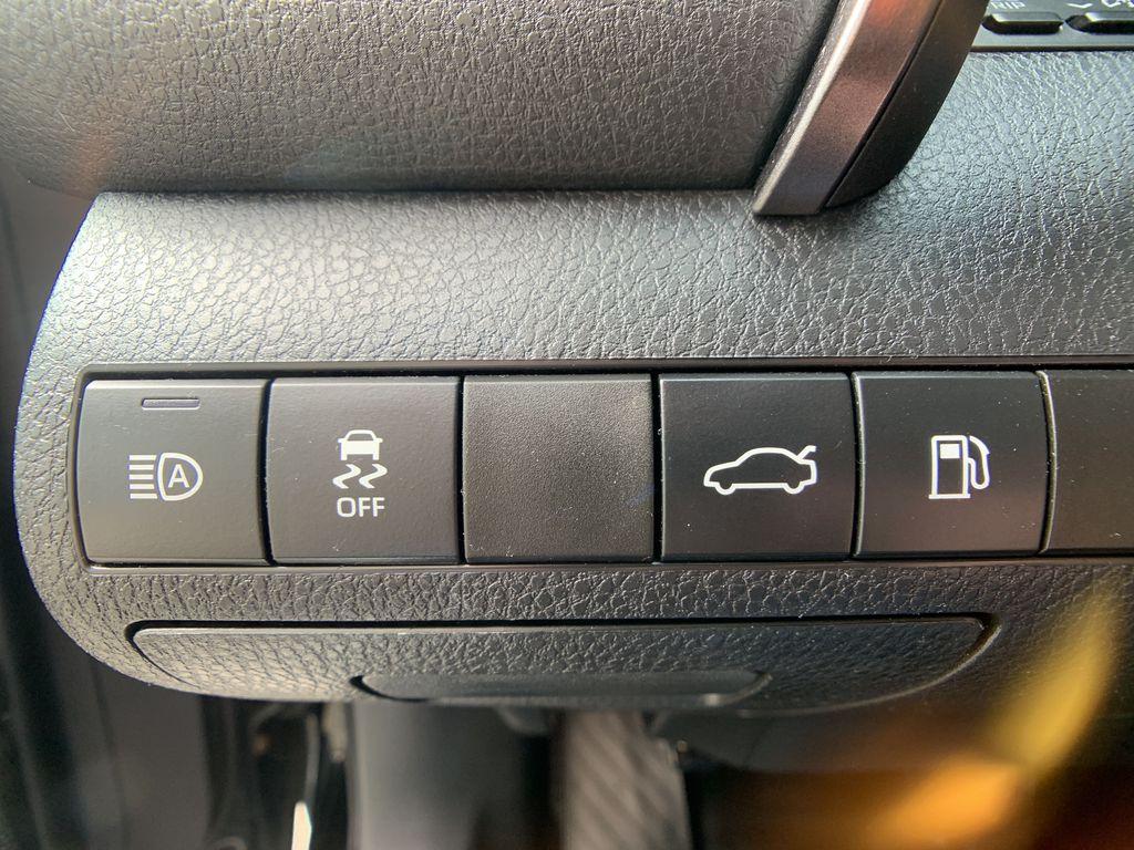 Black[Midnight Black Metallic] 2018 Toyota Camry clean Odometer Photo in Brampton ON