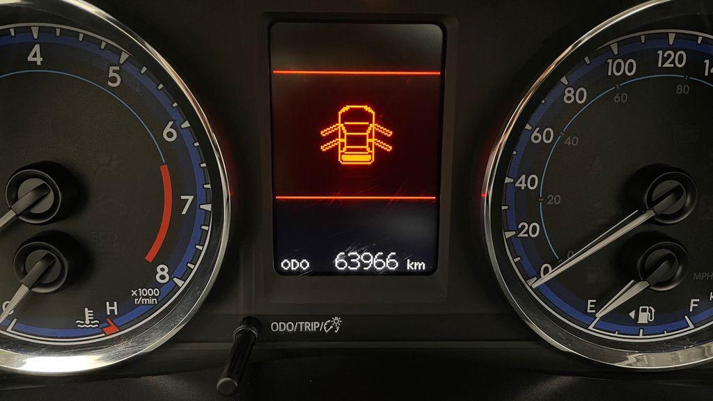 Blue[Galactic Aqua Mica] 2018 Toyota Corolla LE - Corolla Upgrade Package w/ Sunroof, Alloys Odometer Photo in Winnipeg MB