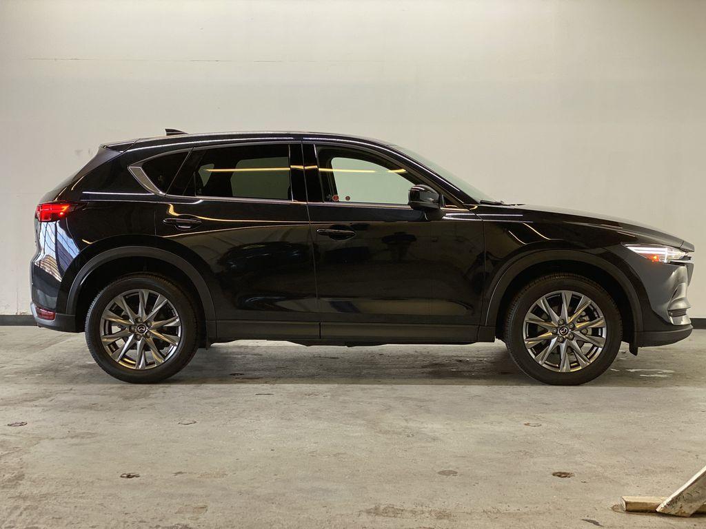 JET BLACK MICA 2021 Mazda CX-5 Signature AWD - Apple CarPlay, 360º Camera, Adaptive Cruise Right Side Photo in Edmonton AB