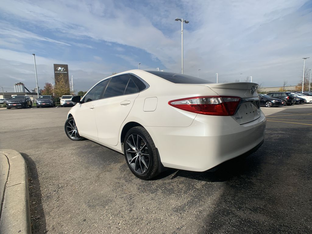 White[Blizzard Pearl] 2017 Toyota Camry clean Left Front Rim and Tire Photo in Brampton ON