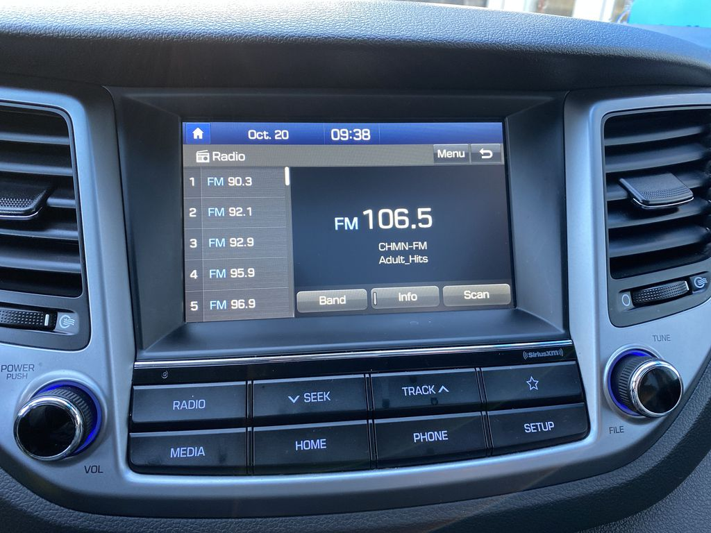 Black[Ash Black] 2018 Hyundai Tucson SE Radio Controls Closeup Photo in Canmore AB