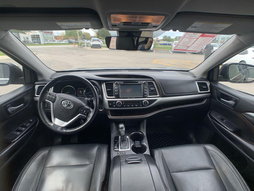 Black[Midnight Black Metallic] 2018 Toyota Highlander Strng Wheel/Dash Photo: Frm Rear in Brampton ON