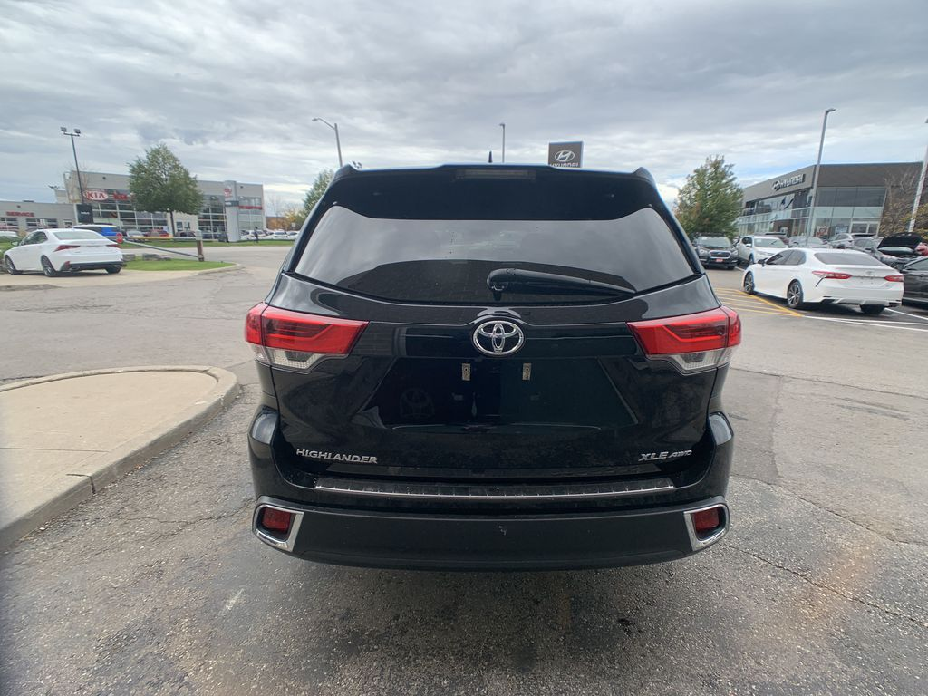 Black[Midnight Black Metallic] 2018 Toyota Highlander Left Front Interior Door Panel Photo in Brampton ON