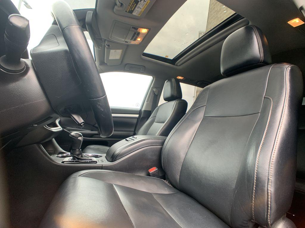 Black[Midnight Black Metallic] 2018 Toyota Highlander Odometer Photo in Brampton ON