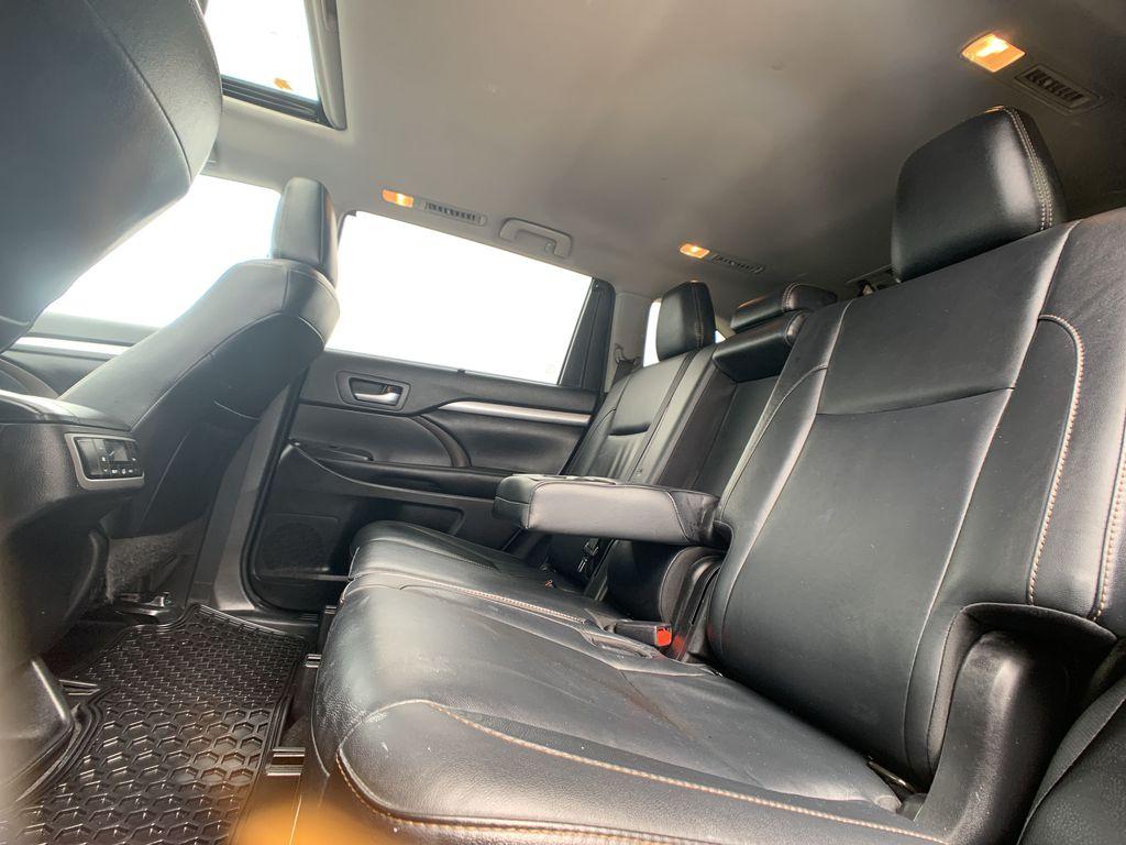 Black[Midnight Black Metallic] 2018 Toyota Highlander Backup Camera Closeup Photo in Brampton ON