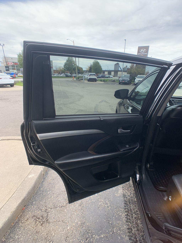 Black[Midnight Black Metallic] 2018 Toyota Highlander Engine Compartment Photo in Brampton ON