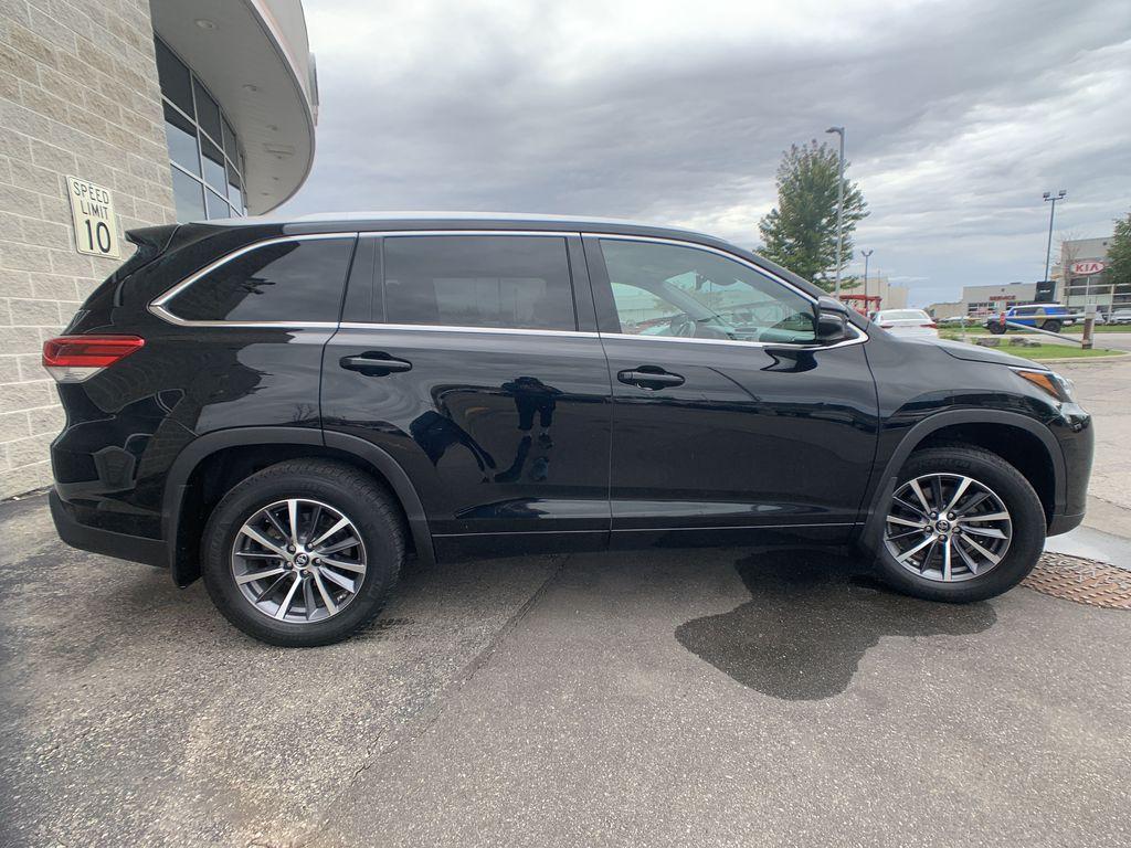 Black[Midnight Black Metallic] 2018 Toyota Highlander Left Front Interior Photo in Brampton ON