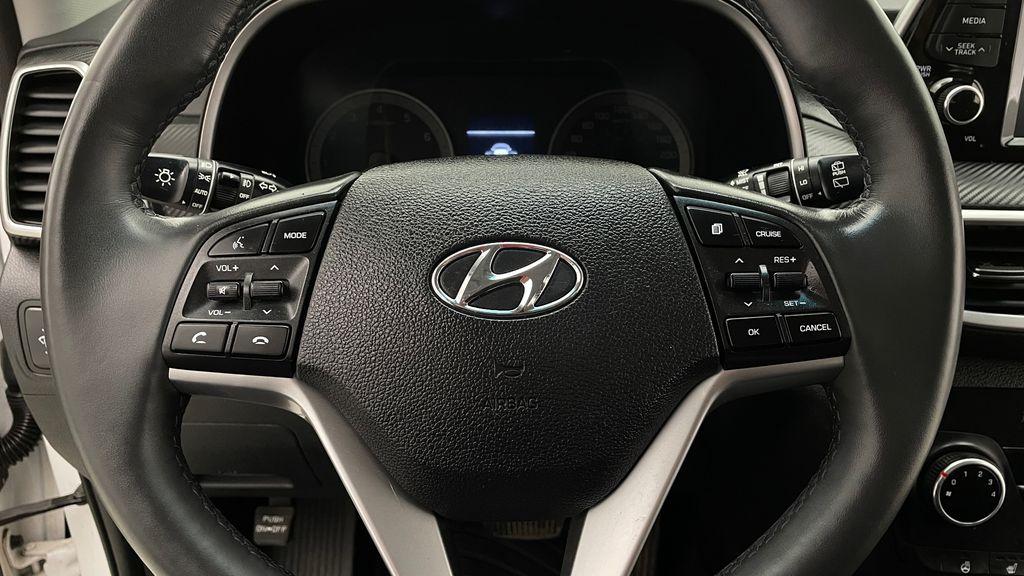 White[Crystal White] 2020 Hyundai Tucson Preferred AWD Additional Photo 3 in Winnipeg MB