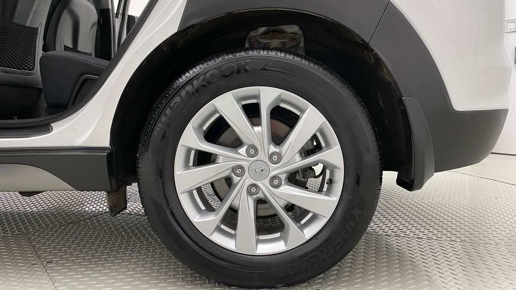 White[Crystal White] 2020 Hyundai Tucson Preferred AWD Left Rear Rim and Tire Photo in Winnipeg MB