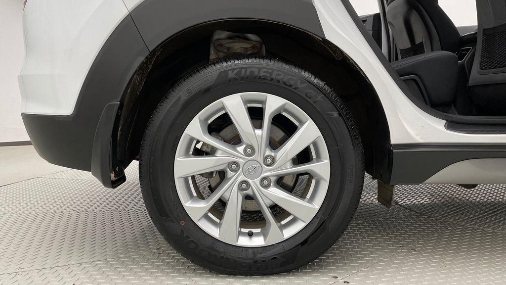 White[Crystal White] 2020 Hyundai Tucson Preferred AWD Right Rear Rim and Tire Photo in Winnipeg MB