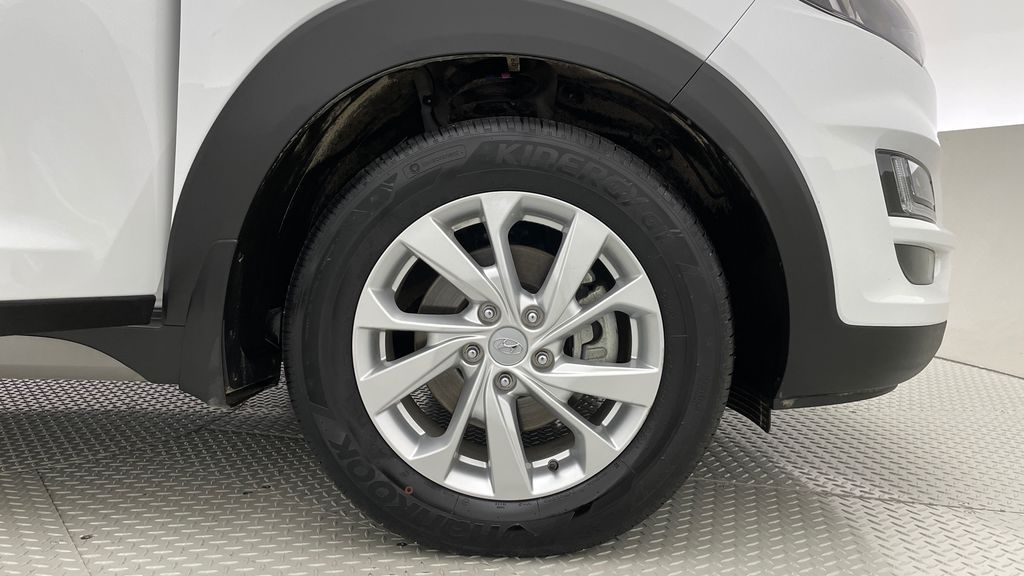 White[Crystal White] 2020 Hyundai Tucson Preferred AWD Right Front Rim and Tire Photo in Winnipeg MB