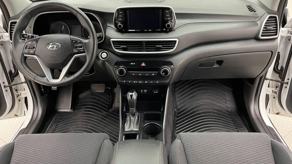White[Crystal White] 2020 Hyundai Tucson Preferred AWD Central Dash Options Photo in Winnipeg MB